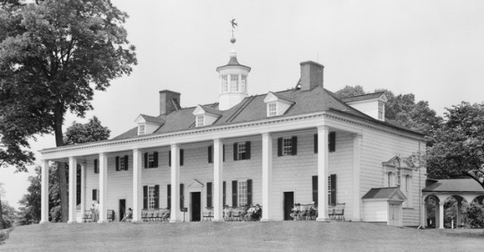 Mount Vernon in black and white