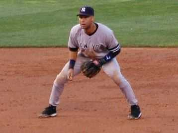 derek jeter foto. Derek Jeter playing shortstop